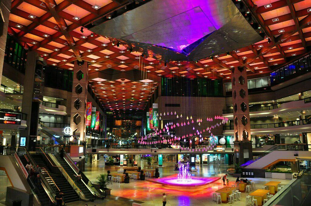 Vista interna del centro commerciale Desjardins a Montreal