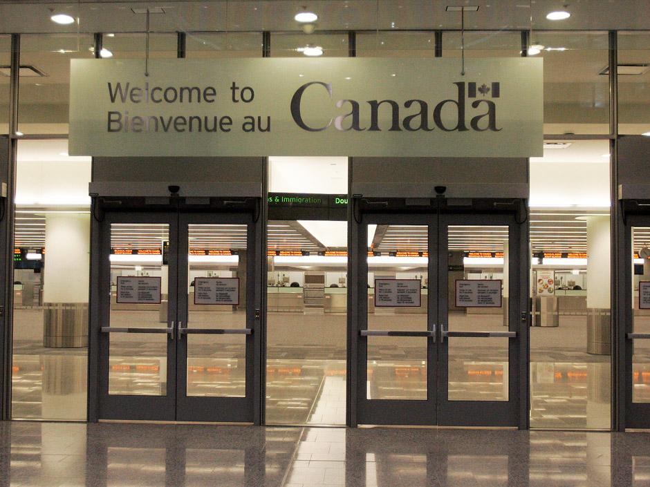 Cartello di benvenuti in Canada (inglese e francese)