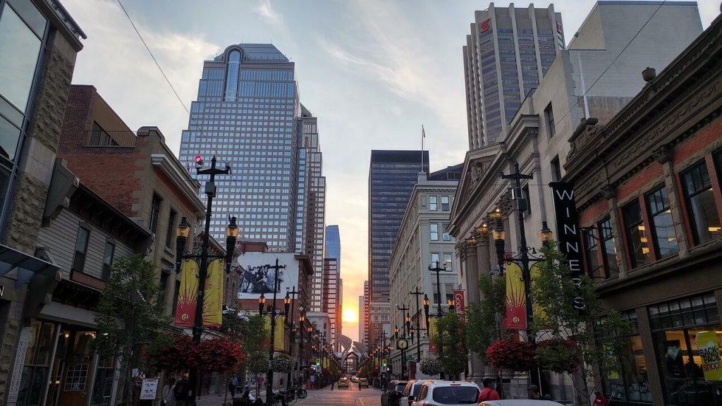 La zona pedonale della Stephen Avenue a Calgary